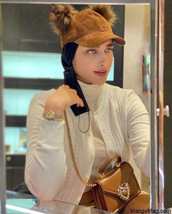 زندگینامه اناشید حسینی طراح لباس