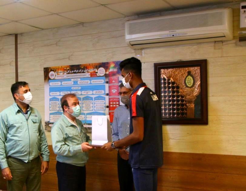 تجلیل از ابوالحسن خاکی زاده پدیده و شگفتی ساز هرمزگانی مسابقات والیبال ساحلی ٢٠٢١ آسیا