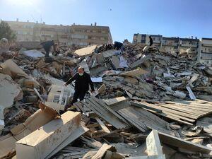 وحشت مردم هنگام ریزش ساختمان در ترکیه + فیلم هولناک