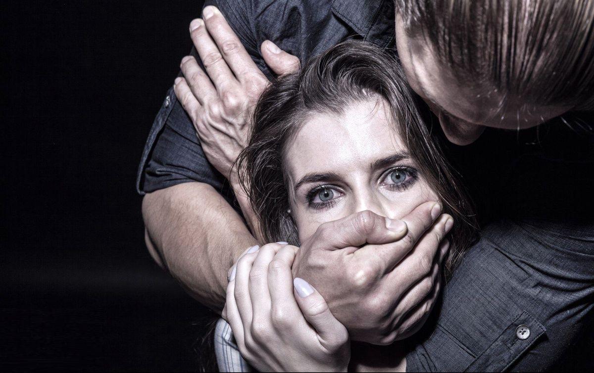 تجاوز جنسی به یک دختر در اتاق پرو مانتو فروشی + جزئیات