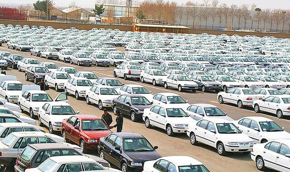 وجود خودروی بدون پلاک در پارکینگها احتکار است/ خودروسازان نقشی در گرانی بازار ندارند