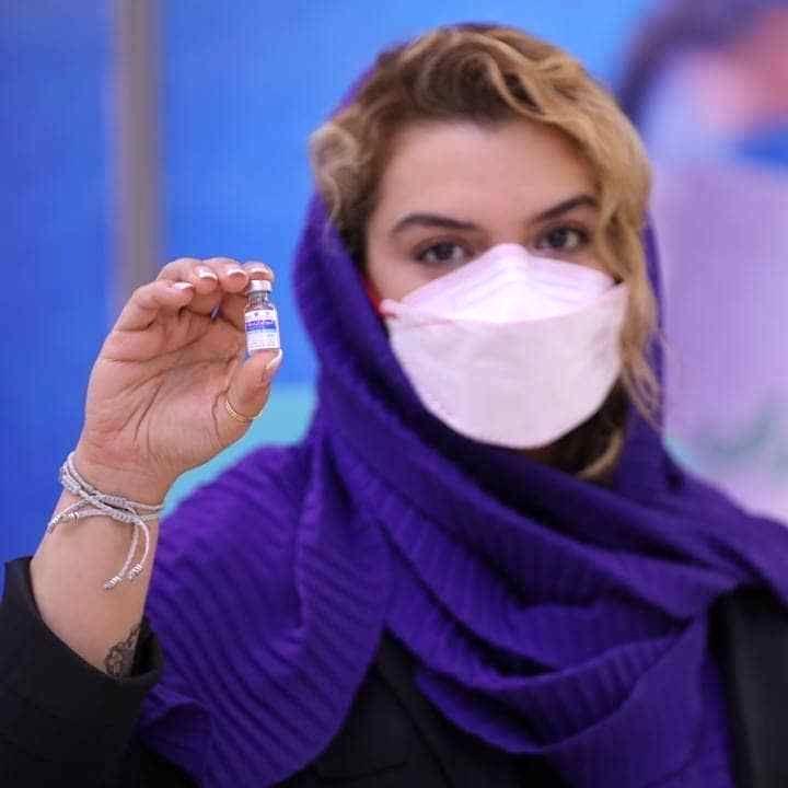 خالکوبی خانم بازیگر هنگام تزریق واکسن کرونا جنجالی شد + عکس