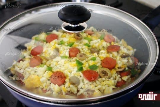قرار دادن درب ماهیتابه در زمان پخت